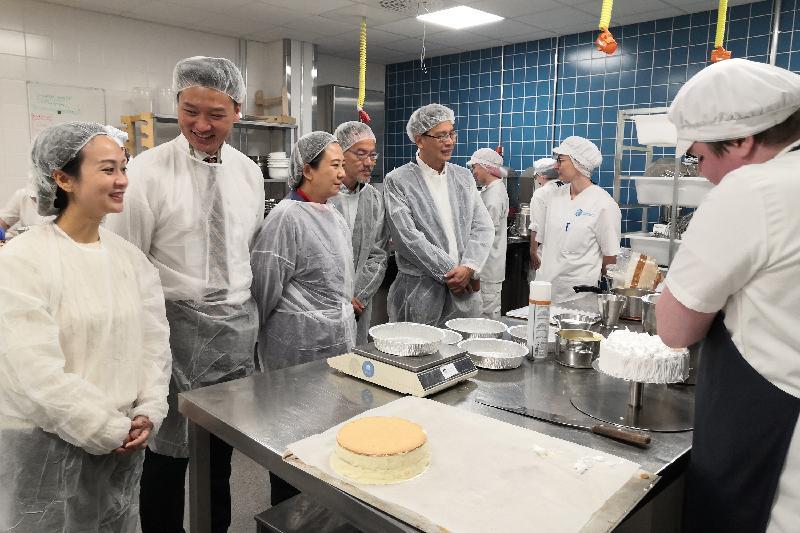 立法會代表團昨日(奧盧時間九月十三日)到訪奧盧職業訓練學校,以了解芬蘭職業教育和培訓的推行情況。