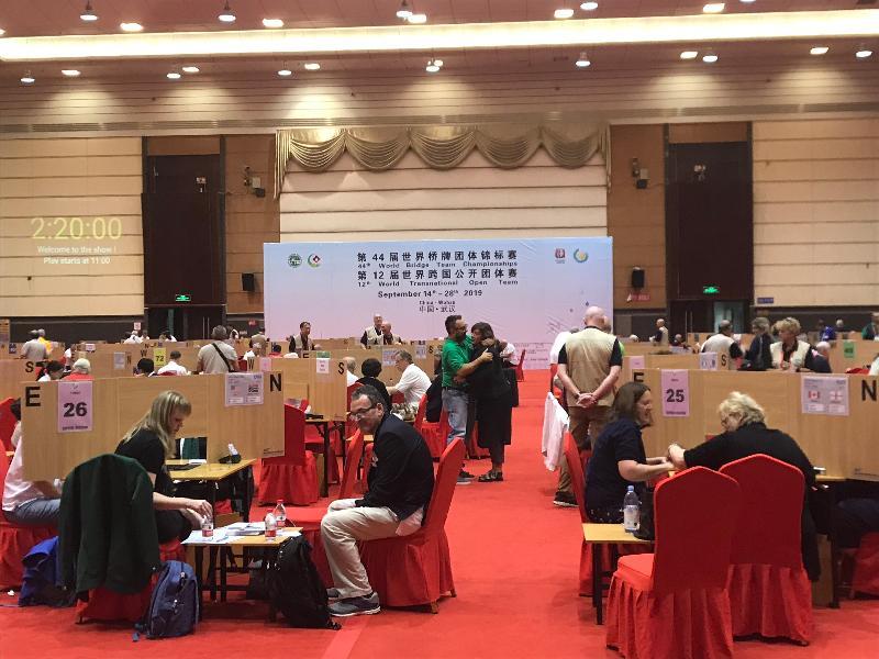 香港橋牌隊現正在武漢出戰在九月十四至二十八日舉行的第44屆世界橋牌團錦標賽。圖示武漢國際會展中心比賽場地。