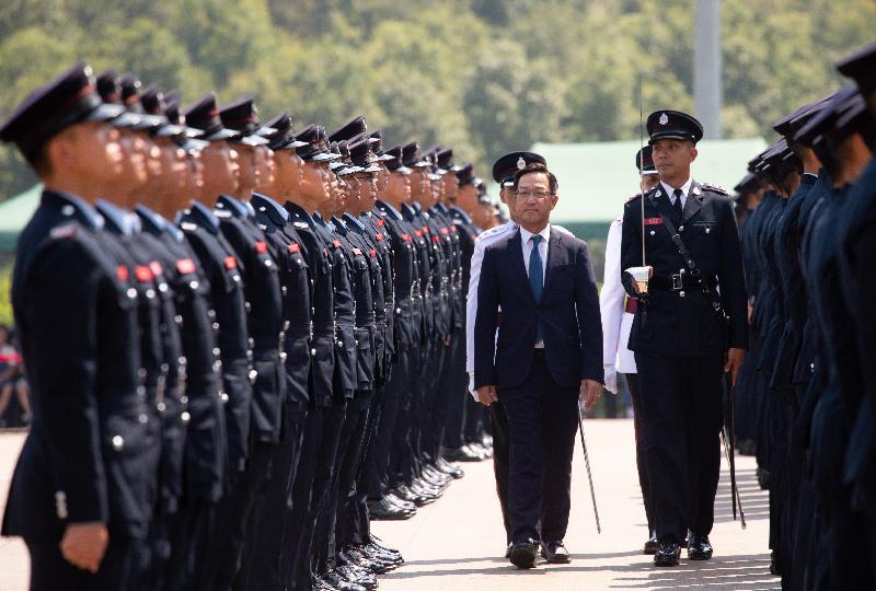 立法會議員劉業強今日(九月十九日)在消防及救護學院舉行的消防處第187屆結業會操檢閱學員。