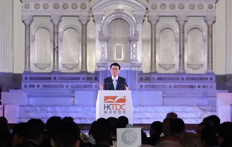 商務及經濟發展局局長邱騰華今日(美國西岸時間九月十九日)在美國洛杉磯出席香港貿易發展局舉辦的「邁向亞洲 首選香港」晚宴並致辭。