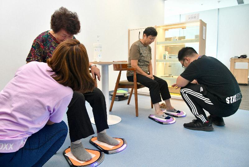 葵青地區康健中心將於九月二十五日正式投入服務,巿民可於中心接受平衡能力的評估,並取得防跌建議。
