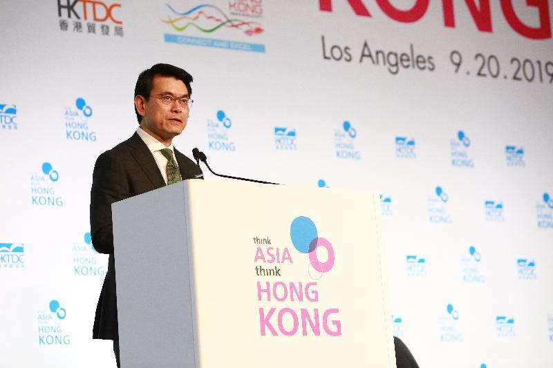 商務及經濟發展局局長邱騰華今日(美國西岸時間九月二十日)在美國洛杉磯出席由香港貿易發展局舉辦的「邁向亞洲 首選香港」論壇並致辭。