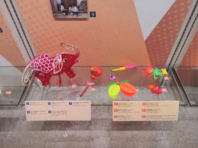 政府檔案處歷史檔案館將於十月一日至三十日在沙田公共圖書館舉行「童趣‧童遊:香港兒童玩樂點滴」流動展覽。圖示公眾人士借出的珍藏玩具。