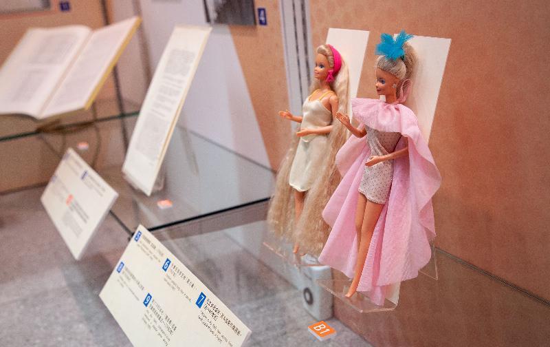 政府檔案處歷史檔案館將於十月一日至三十日在沙田公共圖書館舉行「童趣‧童遊:香港兒童玩樂點滴」流動展覽。圖示經公眾參與活動收集到的一九八○年代洋娃娃,展品由Ken Kwong提供。