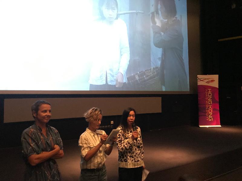 香港駐布魯塞爾經濟貿易辦事處(駐布魯塞爾經貿辦)及創意香港九月二十九日(塞薩洛尼基時間)支持在希臘塞薩洛尼基舉行的塞薩洛尼基國際電影節「香港製造」環節。圖示駐布魯塞爾經貿辦副代表周雪梅(右一)主持香港電影環節的開幕儀式。