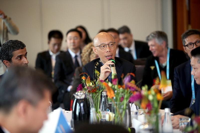 環境局局長黃錦星十月九日(哥本哈根時間)在丹麥哥本哈根出席由C40城市氣候領導聯盟舉辦的亞洲市長「低碳共享發展」論壇,並在會上分享香港的低碳政策。