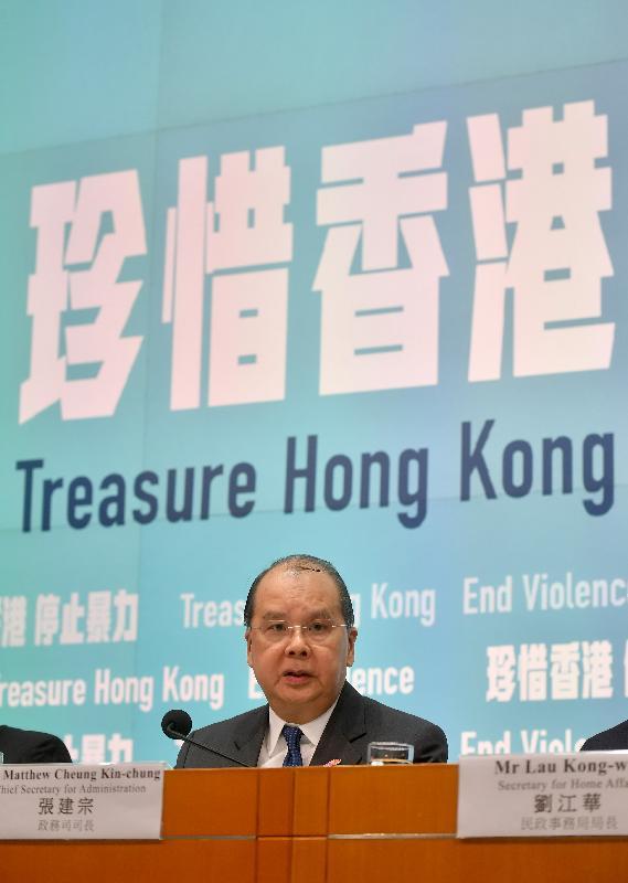政務司司長張建宗今日(十月十日)在添馬政府總部主持跨部門記者會,並回應提問。