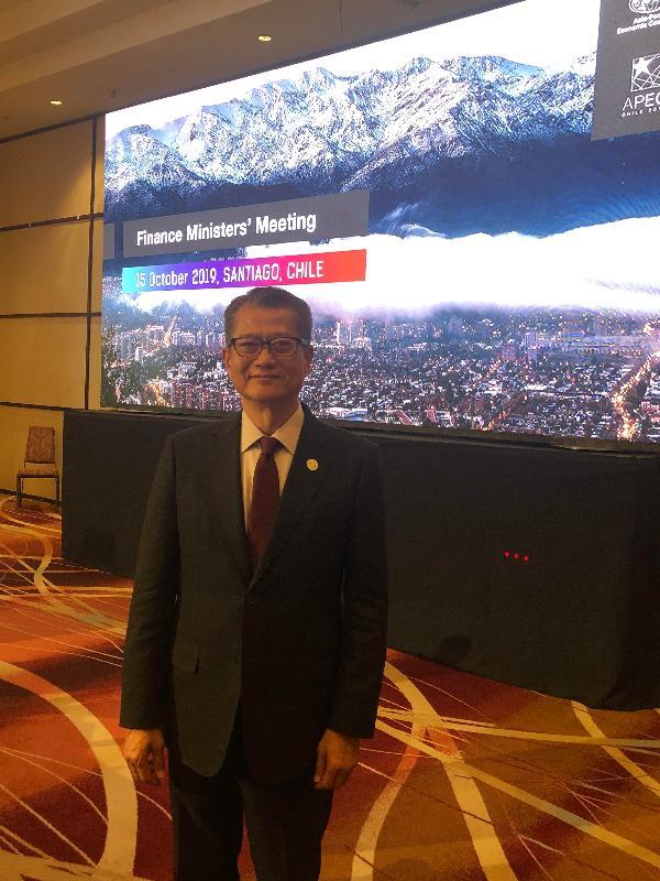 財政司司長陳茂波昨日(聖地亞哥時間十月十五日)在智利聖地亞哥出席亞太區經濟合作組織財政部長會議。