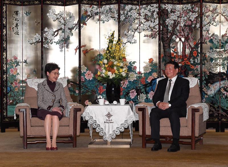 行政長官林鄭月娥(左)今日(十一月二日)在南京與江蘇省委書記婁勤儉(右)會面。