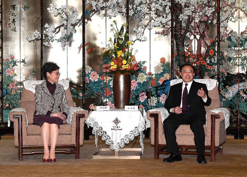 行政長官林鄭月娥(左)今日(十一月二日)在南京與江蘇省省長吳政隆(右)會面。