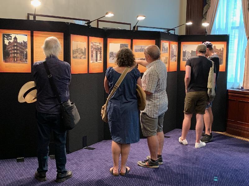 香港駐悉尼經濟貿易辦事處(經貿處)所在的香港樓昨日(悉尼時間十一月三日)再一次參與Sydney Open。開放日期間,經貿處展出了香港樓的歷史照片。
