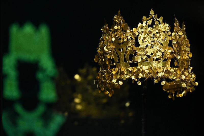 「塵封璀璨──阿富汗古文物」展覽開幕典禮今日(十一月五日)在香港歷史博物館舉行。圖示蒂拉丘地出土,華麗的黃金王冠(公元二十五年至五十年)。