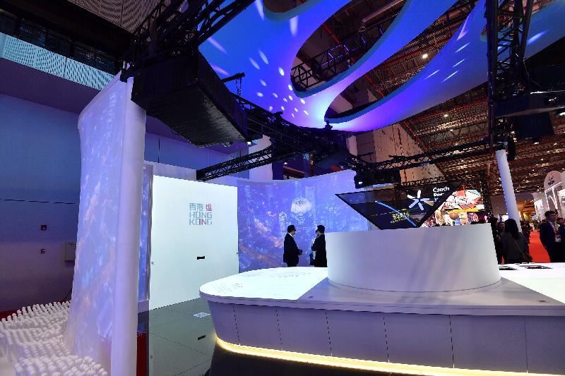 香港參與於上海舉行的第二屆中國國際進口博覽會,並於國家貿易投資綜合展的中國館內設香港地區展示區。展示區以「香港 進」為主題,代表香港特區民眾、企業和政府積極進取、不斷求進的精神。展示區運用互動投影展覽桌介紹香港於中華人民共和國成立七十年中的貢獻、角色和參與,以及香港經貿發展的重要里程及未來機遇,並設有兩塊流線型的大屏幕播放主題影片,以及透過全息投影儀器展示港珠澳大橋和香港國際機場三跑道系統的立體模型及影像。區內亦設有互動遊戲投影牆讓參觀者與富有香港特色的動畫背景拍照留念。