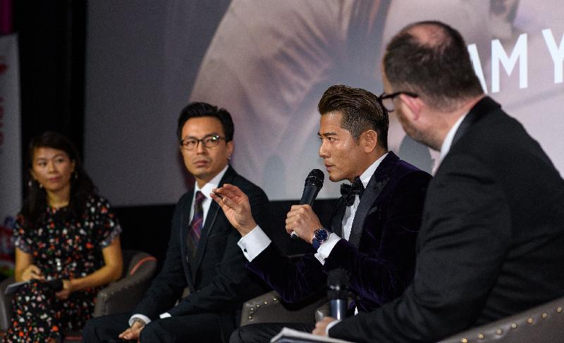 香港駐倫敦經濟貿易辦事處支持倫敦東亞電影節(電影節)2019香港電影環節選映九套香港電影,以此於英國推廣香港電影業。主演電影節閉幕電影《麥路人》的演員郭富城獲電影節頒發年度最佳男演員獎。圖示郭富城(右二)與導演黃慶勳(左二)十一月三日(倫敦時間)出席《麥路人》放映後的答問環節。