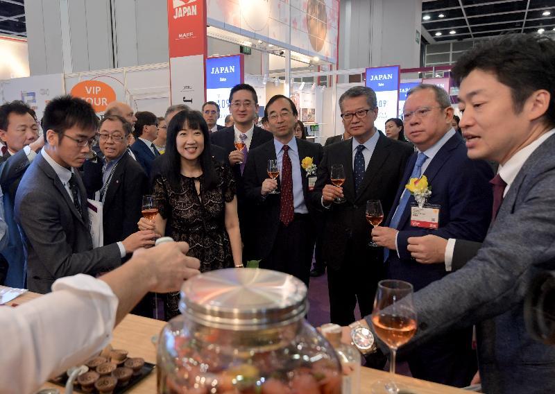 The Financial Secretary, Mr Paul Chan (third right), tours the Hong Kong International Wine & Spirits Fair 2019 at the Hong Kong Convention and Exhibition Centre today (November 7).