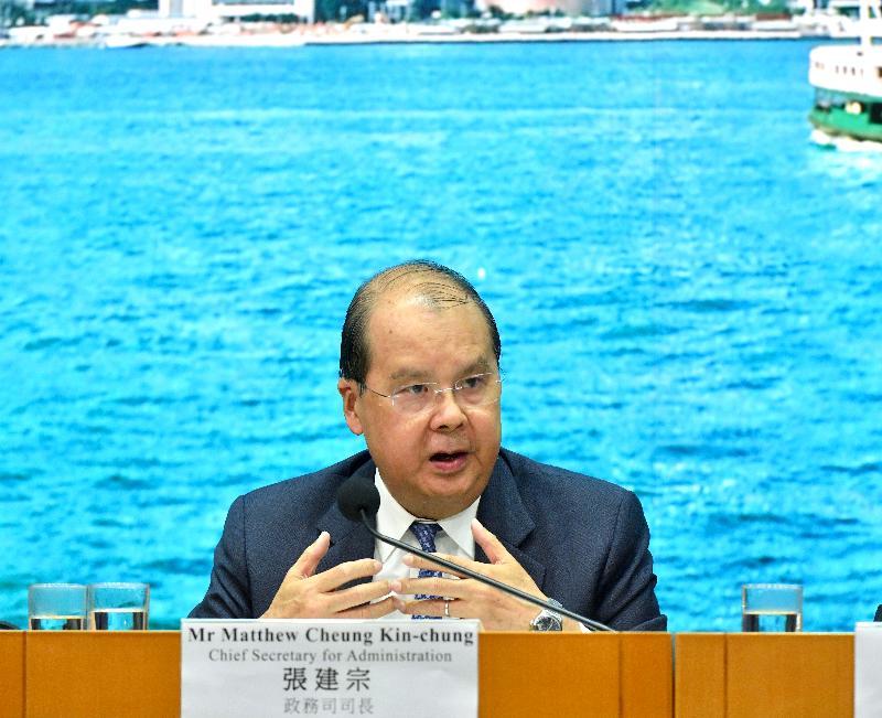 政務司司長張建宗今日(十一月十五日)在添馬政府總部主持跨部門記者會,並回應提問。