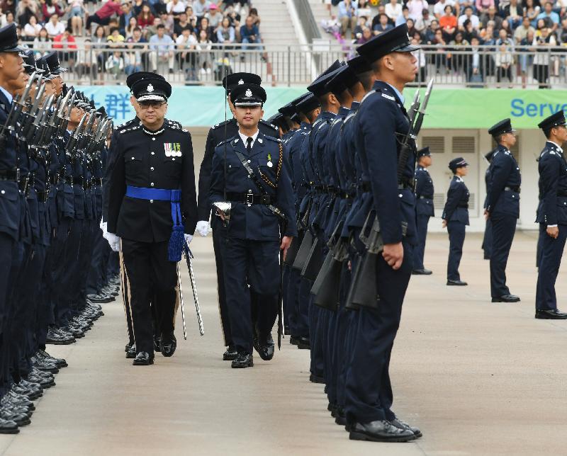 警務處處長盧偉聰今日(十一月十六日)檢閱香港警察學院結業會操。