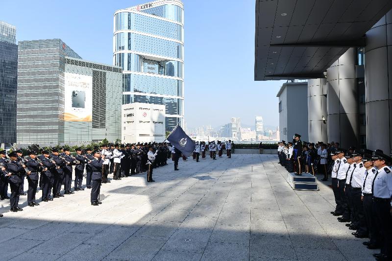 警務處今日(十一月十八日)在警察總部為即將退休的警務處處長盧偉聰舉行告別檢閱儀式。