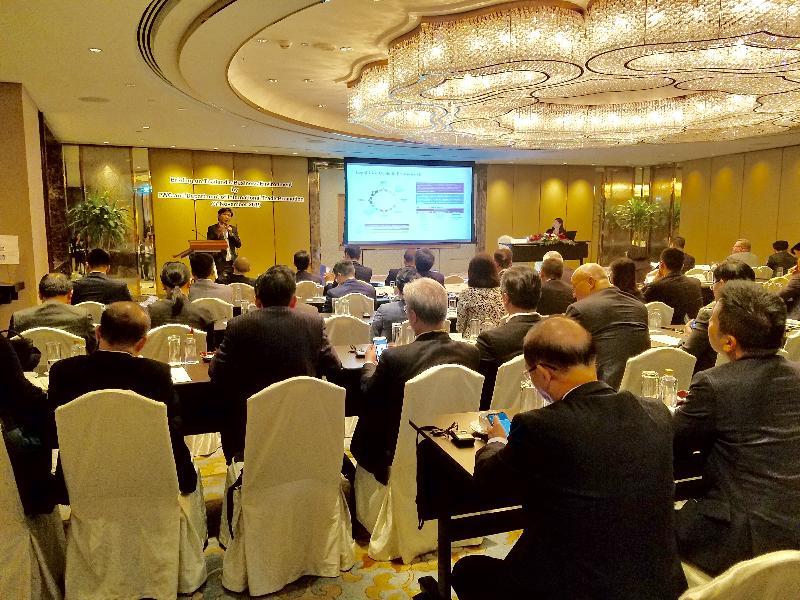 商務及經濟發展局局長邱騰華今日(十一月二十七日)率領由商界和專業服務人士及初創企業代表組成的代表團展開泰國曼谷的訪問行程。圖示代表團成員出席泰國國際貿易促進局及當地一家專業服務公司合辦的簡介會,了解當地基建領域的機遇,以及初創企業的發展情況。