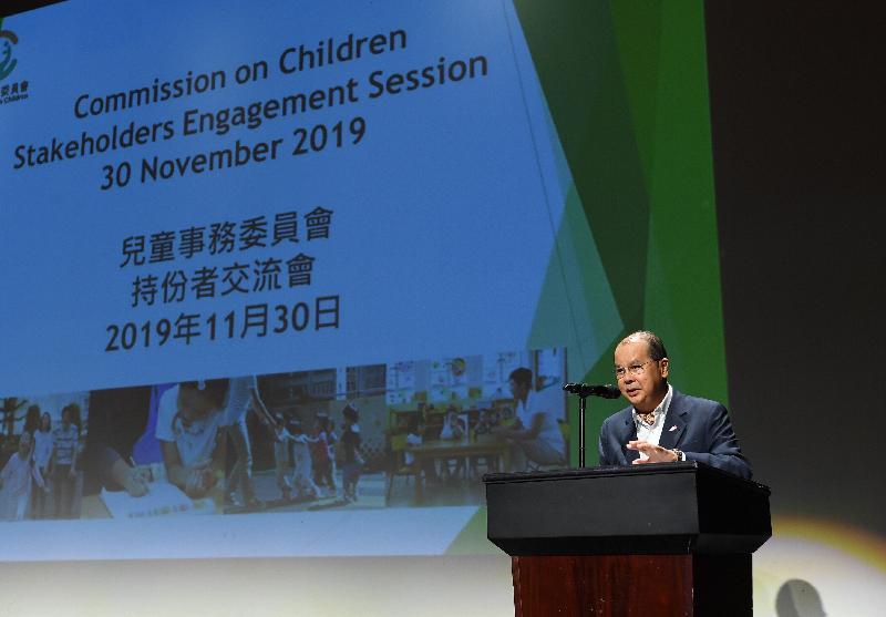 政務司司長張建宗今日(十一月三十日)與兒童事務委員會舉辦持份者交流會。圖示張建宗在會上發言。