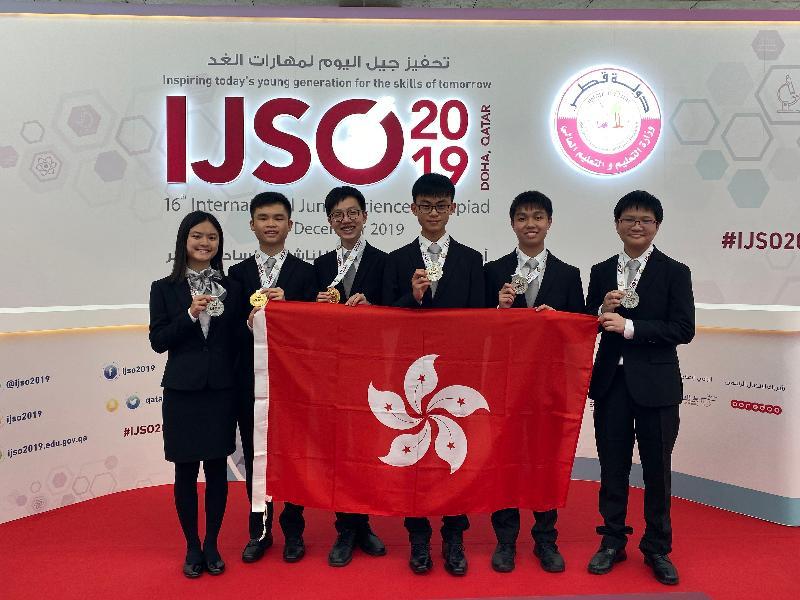 六名學生代表香港參加十二月四至十一日在卡塔爾多哈舉行的「國際初中科學奧林匹克 2019」,表現優秀。他們是(左起)陳芷晴、鄧皓文、鄭逸朗、蘇朗熙、鄭思律和張守中。