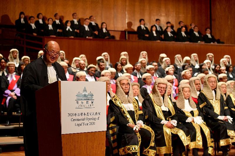 終審法院首席法官馬道立今日(一月十三日)在香港大會堂音樂廳向包括法官、司法人員和法律界人士等約一千名與會人士致辭。