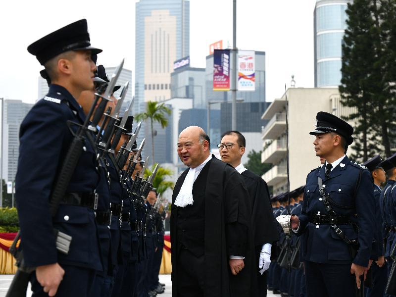 終審法院首席法官馬道立今日(一月十三日)主持二○二○年法律年度開啟典禮,並於愛丁堡廣場檢閱香港警察儀仗隊。