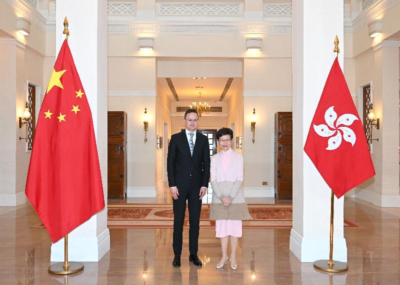 The Chief Executive, Mrs Carrie Lam (right), meets the Minister of Foreign Affairs and Trade of Hungary, Mr Péter Szijjártó (left), at Government House at noon today (January 13).