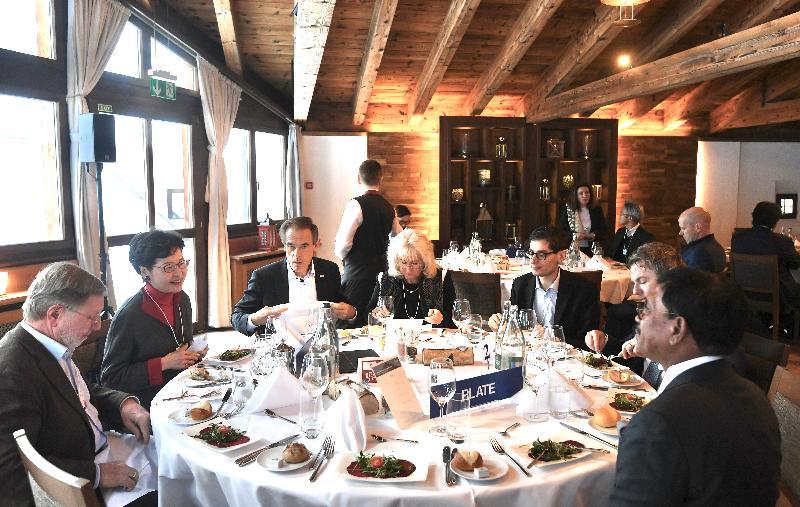 行政長官林鄭月娥今日(達沃斯時間一月二十一日)在瑞士達沃斯出席世界經濟論壇年會。圖示林鄭月娥(左二)出席有關拓展亞洲科技領導地位的討論環節。