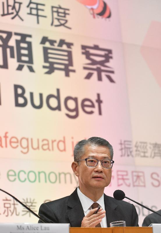 財政司司長陳茂波今日(二月二十六日)下午在添馬政府總部舉行二零二零至二一年度《財政預算案》記者會,進一步介紹《財政預算案》的內容。