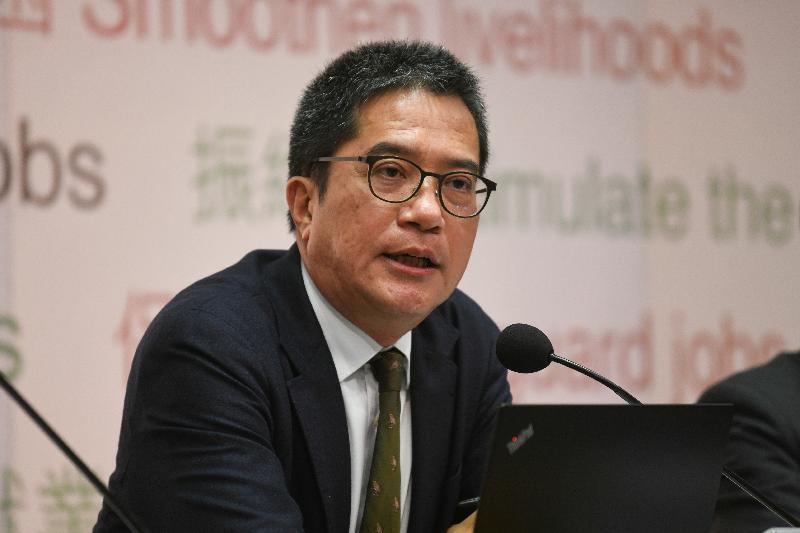 發展局局長黃偉綸今日(二月二十七日)舉行記者會,公布二○二○至二○二一年度賣地計劃。