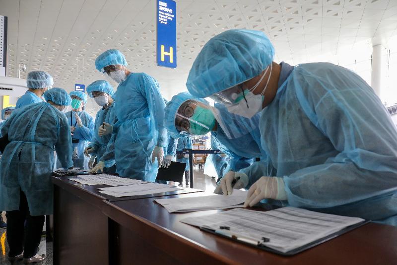 入境事務處人員今日(三月四日)在武漢天河國際機場作最後準備,迎接滯留在湖北省,前來乘搭特區政府安排專機回港的香港居民。