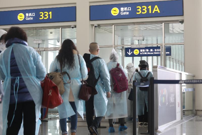 滯留湖北省的香港居民今日(三月四日)在武漢天河國際機場登機,乘搭香港特別行政區政府安排的KA8851專機返港。
