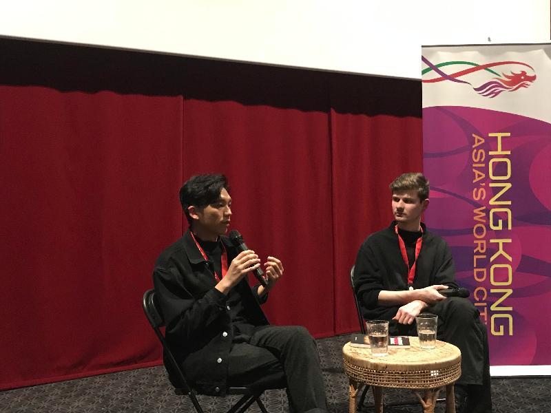 在香港駐布魯塞爾經濟貿易辦事處與創意香港支持下,出演《叔·叔》和《花椒之味》的香港電影界年輕人才盧鎮業(左)出席昨日(阿姆斯特丹時間三月五日)在荷蘭阿姆斯特丹舉行的亞洲電影節的答問環節,與觀眾分享他的香港電影製作經驗。