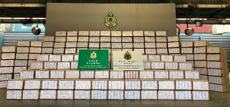 香港海關今日(三月十八日)在葵涌海關大樓驗貨場檢獲約一千零二十萬支懷疑私煙,估計市值約二千八百萬元,應課稅值約一千九百萬元。