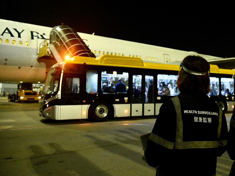 特區政府今日(三月二十六日)安排的第二批專機順利接載277名滯留在湖北省的香港居民回港。
