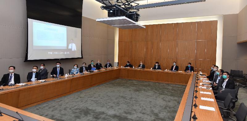 行政長官林鄭月娥與司局長今日(六月八日)下午在政府總部一同觀看《基本法》頒布三十周年網上研討會直播。圖示他們聽取全國人民代表大會常務委員會香港特別行政區基本法委員會副主任張勇就《基本法》、「一國兩制」和國家安全發表主題演講。