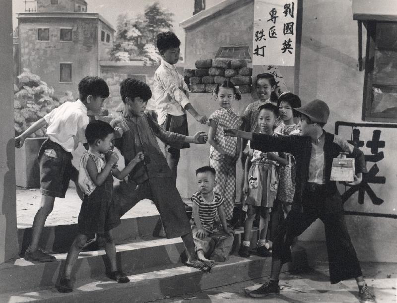 康樂及文化事務署香港電影資料館首個二十周年誌慶活動「瑰寶情尋」系列將以「聲影『留』傳」為題,於七月五日至明年三月二十八日放映十六套橫跨一九四○至六○年代、經數碼化的電影孤本或從未放映的電影版本。圖示《父之過》(1953)劇照。
