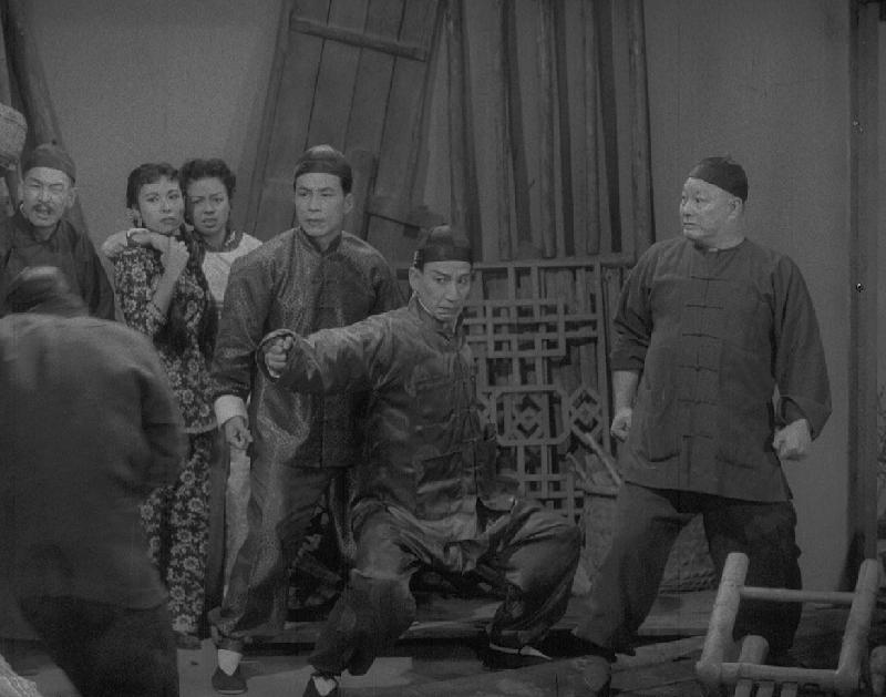 康樂及文化事務署香港電影資料館首個二十周年誌慶活動「瑰寶情尋」系列將以「聲影『留』傳」為題,於七月五日至明年三月二十八日放映十六套橫跨一九四○至六○年代、經數碼化的電影孤本或從未放映的電影版本。圖示《黃飛鴻大鬧鳳凰崗》(1958)劇照。
