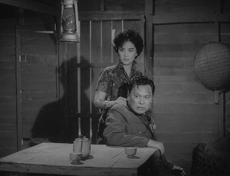 康樂及文化事務署香港電影資料館首個二十周年誌慶活動「瑰寶情尋」系列將以「聲影『留』傳」為題,於七月五日至明年三月二十八日放映十六套橫跨一九四○至六○年代、經數碼化的電影孤本或從未放映的電影版本。圖示《脂粉間諜網》(1960)劇照。