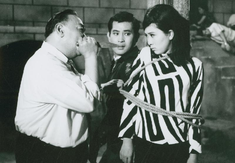 康樂及文化事務署香港電影資料館首個二十周年誌慶活動「瑰寶情尋」系列將以「聲影『留』傳」為題,於七月五日至明年三月二十八日放映十六套橫跨一九四○至六○年代、經數碼化的電影孤本或從未放映的電影版本。圖示《第一號女探員之死亡通行証》(1967)劇照。