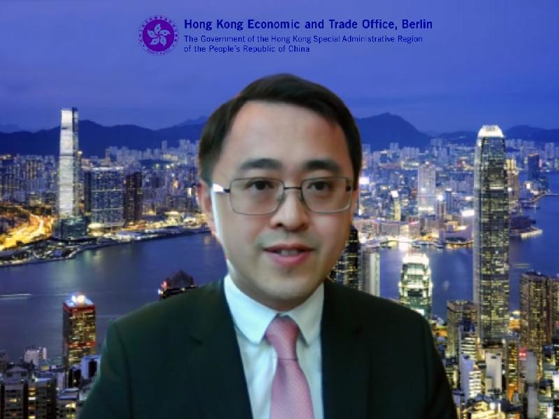香港駐柏林經濟貿易辦事處(駐柏林經貿辦)六月九日(柏林時間)舉行首次網上研討會,分享香港對抗2019冠狀病毒病疫情的成功經驗。圖示駐柏林經貿辦處長李志鵬在網上研討會上發言。