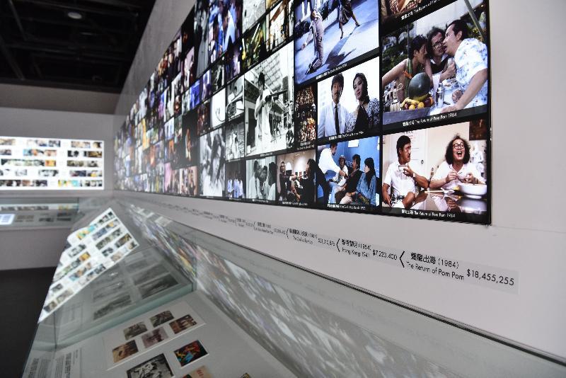 康樂及文化事務署香港電影資料館(資料館)今日(六月十二日)至八月三十日在資料館展覽廳舉辦「創意搖籃──德寶的童話」展覽。第二個展區設有「文物櫃」,展示珍貴的電影文物。「文物櫃」上方亦設劇照及幕後花絮燈箱,讓觀眾更了解德寶電影背後的創作故事。