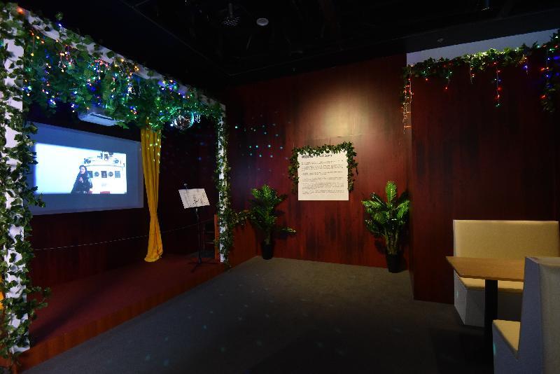 康樂及文化事務署香港電影資料館(資料館)今日(六月十二日)至八月三十日在資料館展覽廳舉辦「創意搖籃──德寶的童話」展覽。展區「德寶歌廳」啟發自譚家明執導的《最後勝利》(1987)場景,展區播放多段摘自德寶電影的配樂,藉此喚起觀眾對德寶電影歌曲的懷緬。