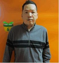 Leung Wai-man, aged 55, is about 1.8 metres tall, 80 kilograms in weight and of medium build. He has a long face with yellow complexion and short black hair. He was last seen wearing a blue short-sleeved shirt, black shorts, black slippers, a green face mask and carrying a black shoulder bag.