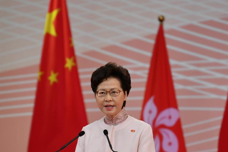行政長官林鄭月娥和主要官員及嘉賓今早(七月一日)在香港會議展覽中心出席香港特別行政區成立二十三周年酒會。圖示林鄭月娥在酒會致辭。