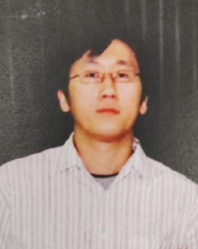 四十四歲男子吳嘉俊身高約一點八米,體重約七十公斤,中等身材,尖面型,黃皮膚及蓄短黑髮。他最後露面時戴眼鏡,身穿藍色牛仔褲及灰色鞋。