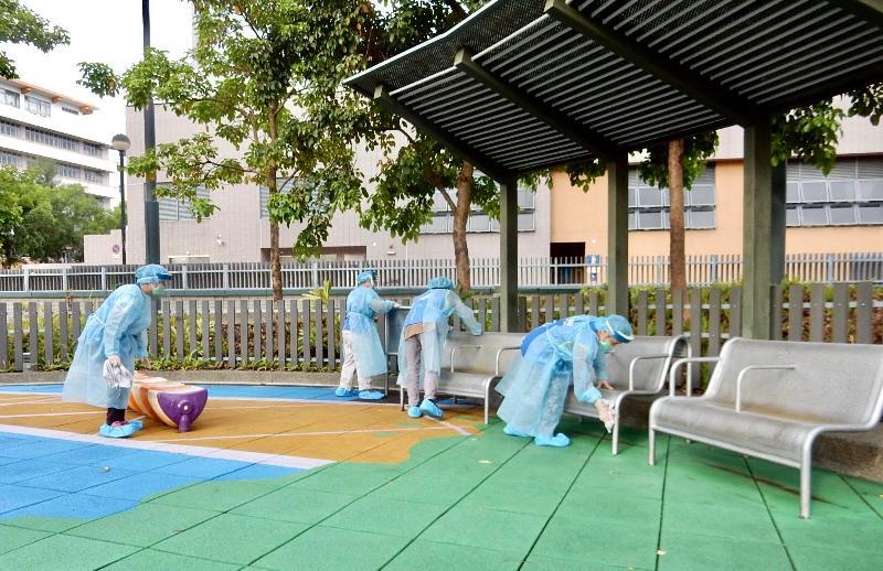 康樂及文化事務署安排在蒲崗村道公園進行全面清潔及消毒工作。