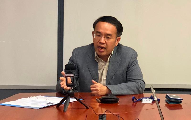 財經事務及庫務局局長許正宇於七月二十四日(多倫多時間)在香港駐多倫多經濟貿易辦事處及港加商會(加拿大總會)合辦的網上研討會上發表講話。