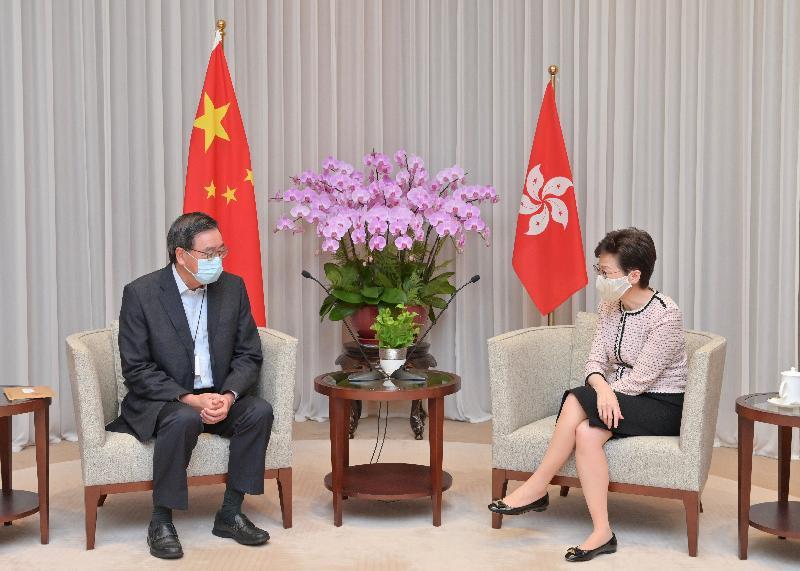 行政長官林鄭月娥(右)今日(八月十一日)與立法會主席梁君彥(左)會面。